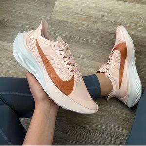 NEW Nike Zoom Gravity Sneakers